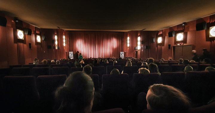 Gut gefülltes Kinocenter Marburg zur Vorführung DAS KONGO TRIBUNAL bei der Globale Mittelhessen 2019